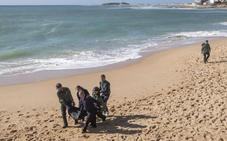 Se elevan a 18 los cadáveres rescatados de la patera naufragada en Cádiz