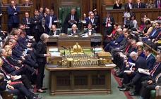 May resiste el motín interno y defiende su 'brexit'
