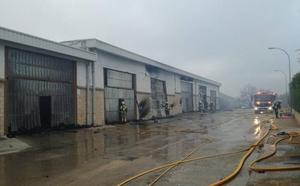 Un incendio en Samaniego afecta a 15 pabellones agrícolas