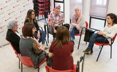 Familas de acogida de distintas comunidades autónomas se reunen en Logroño para compartir su experiencia