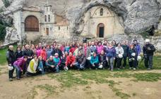 Cincuenta personas participaron en un viaje a Ojo Guareña y Puentedey, ayer