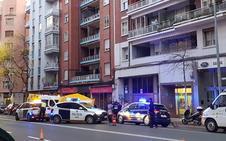 Muere un joven de 19 años al precipitarse de un sexto piso en Vara de Rey