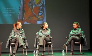 Charla sobre la mujer en la Guardia Civil