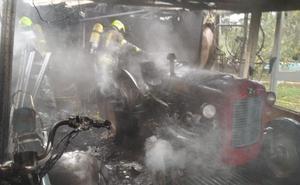 Incendio de un alamacén agrícola en Lardero