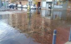 El cruce de Ramón y Cajal y Cidacos, una 'piscina' por una avería en el riego