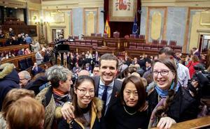 Casado estudia un gobierno de coalición con Ciudadanos y Vox