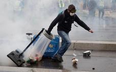 Los 'chalecos amarillos' vuelven a incendiar París