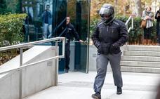 El juez imputa prevaricación, malversación y sustracción de papeles al chófer de Bárcenas