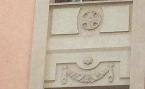 #andestá: adorno en una fachada