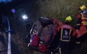 Un herido al volcar su coche en la carretera que une Santa Coloma y Castroviejo