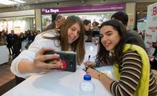 Los chicos de OT firman discos en el Centro Comercial Berceo
