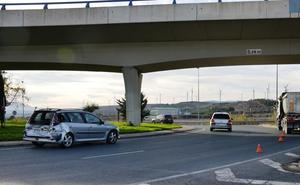 Un herido en un accidente entre un coche y un camión en Calahorra