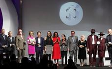 La Reina Letizia entrega los V Premios Nacionales de la Industria de la Moda