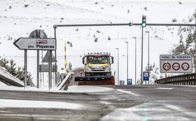 La Rioja y Castilla y León se coordinan para evitar vehículos atrapados por la nieve