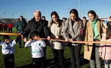 Aldeanueva estrena nuevo campo de fútbol de hierba artificial