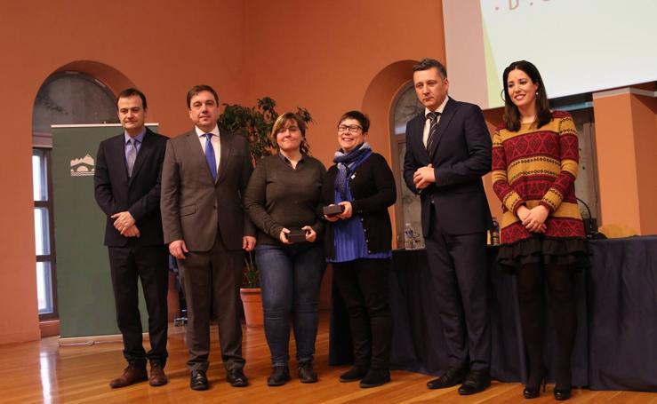 77 estudiantes reciben premios por sus calificaciones