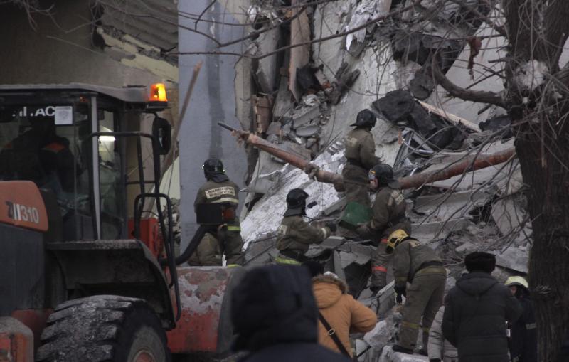 El derrumbe de un edificio de viviendas en Rusia se salda con 39 muertos