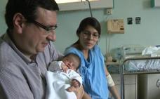 Carolina, la primera bebé española, nace con las campanadas en Zaragoza