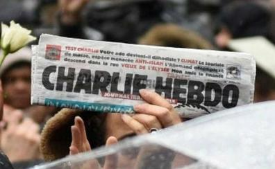 Charlie Hebdo denuncia el regreso del oscurantismo cuatro años después del atentado