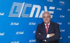 José Miguel Báez: «Es un crimen conducir con el móvil»