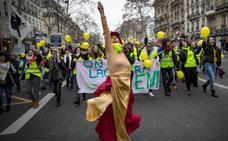 Mujeres 'chalecos amarillos' se manifiestan en Francia para dar una imagen pacífica