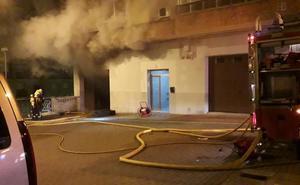 Espectacular incendio en un bloque de viviendas en Calahorra