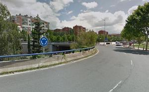 Una persona resulta herida tras sufrir un accidente de tráfico en la rotonda de Las Gaunas