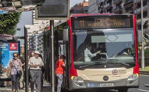 El nuevo reglamento de transporte urbano regula las paradas intermedias del 'búho' y el acceso de animales y sillas de niño