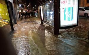 Un nuevo reventón inunda Vara de Rey y Calvo Sotelo