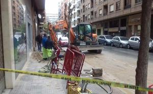 Varios reventones de tuberías inundan el centro de Logroño