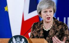 May atiza la amenaza de un 'brexit' duro para lograr el apoyo del Parlamento