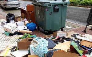 La Guindilla: basuras esparcidas junto a los juzgados
