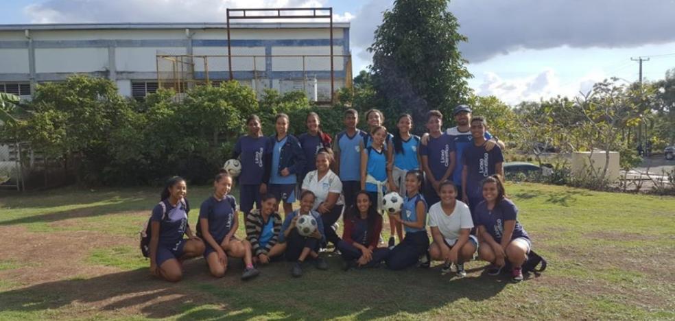 Alfaro apoya el fútbol en la República Dominicana