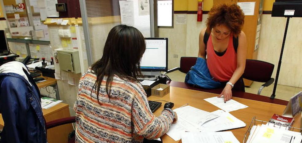El crecimiento del empleo indefinido supera al temporal por primera vez tras la crisis