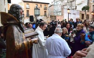 El día de San Antón se celebra este jueves en la Plaza del Mercado
