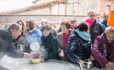 Ojacastro dio 2.000 raciones de las 'habas de San Antón'
