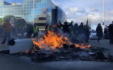 Los taxistas de Madrid acuerdan seguir indefinidamente con la huelga
