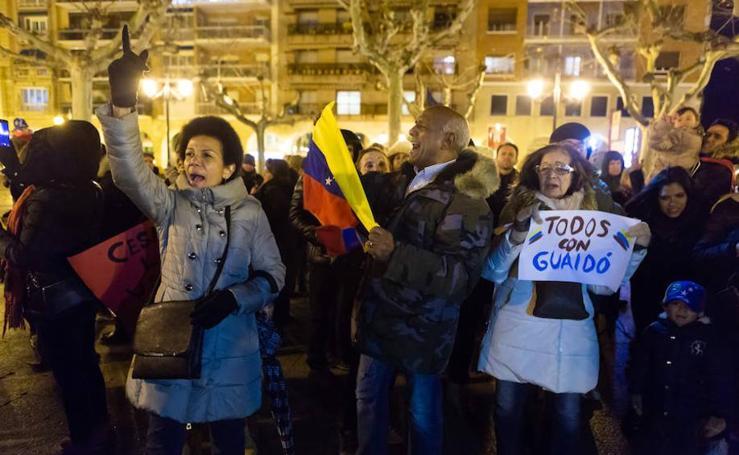Manifestación en El Espolón en defensa de «la democracia» en Venezuela