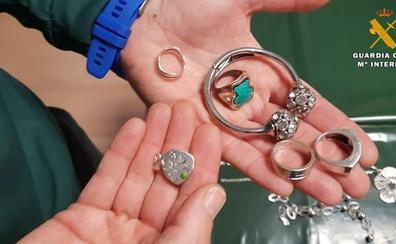 Investigan a una mujer por robar joyas junto a otro hombre a su exsuegra en Alfaro