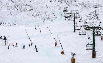 Niebla y nieve húmeda en las trece pistas abiertas en Valdezcaray