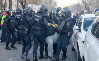 Miles de taxistas desplazan su protesta en Madrid hacia un acto del PP