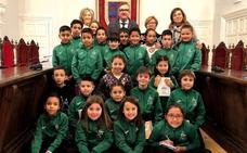 Escolares del 'Ángel Oliván' visitaron el Ayuntamiento
