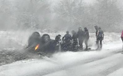 Dos heridas en un accidente por una placa de hielo en Ojacastro