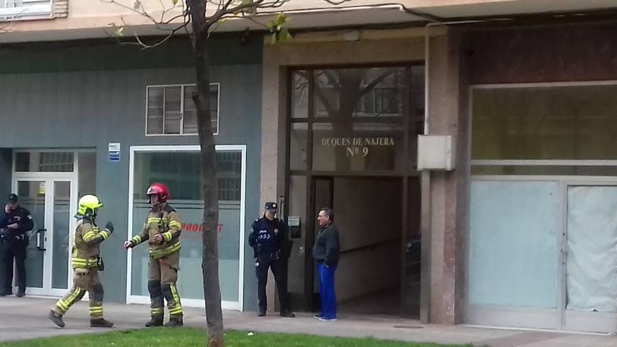 Herido un joven de 15 años por inhalación de humo en el incendio de Duques de Nájera