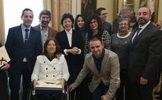 El colegio Menesiano de Santo Domingo recibe la placa de honor de la orden civil de Alfonso X El Sabio