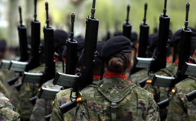 Defensa readmite a la soldado que denunció a su jefe por acoso sexual mientras se tramita su despido