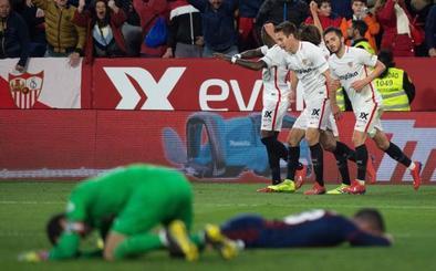 El Sevilla salva un punto en la prolongación y en inferioridad