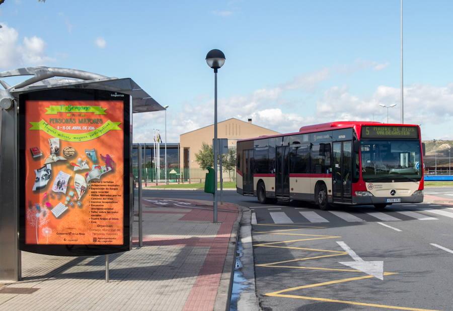 El Cortijo amplía su horario de autobús y Valdegastea suma una parada
