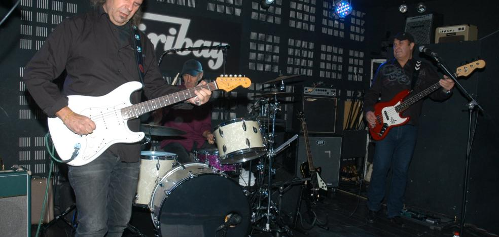 El Último Ke Zierre y la Vargas Blues Band, en el Biribay