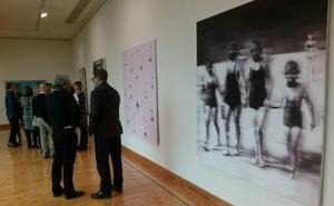 'Nuclear family' de Josep Tornero gana el Certamen de Pintura del Parlamento